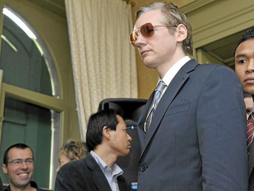 Julian Assange (c) a su llegada a una rueda de prensa en la ciudad de Ginebra (Suiza), el pasado 4 de noviembre.