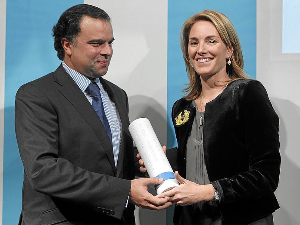 Fernando de Yarza entregó el premio a Arantza Quiroga