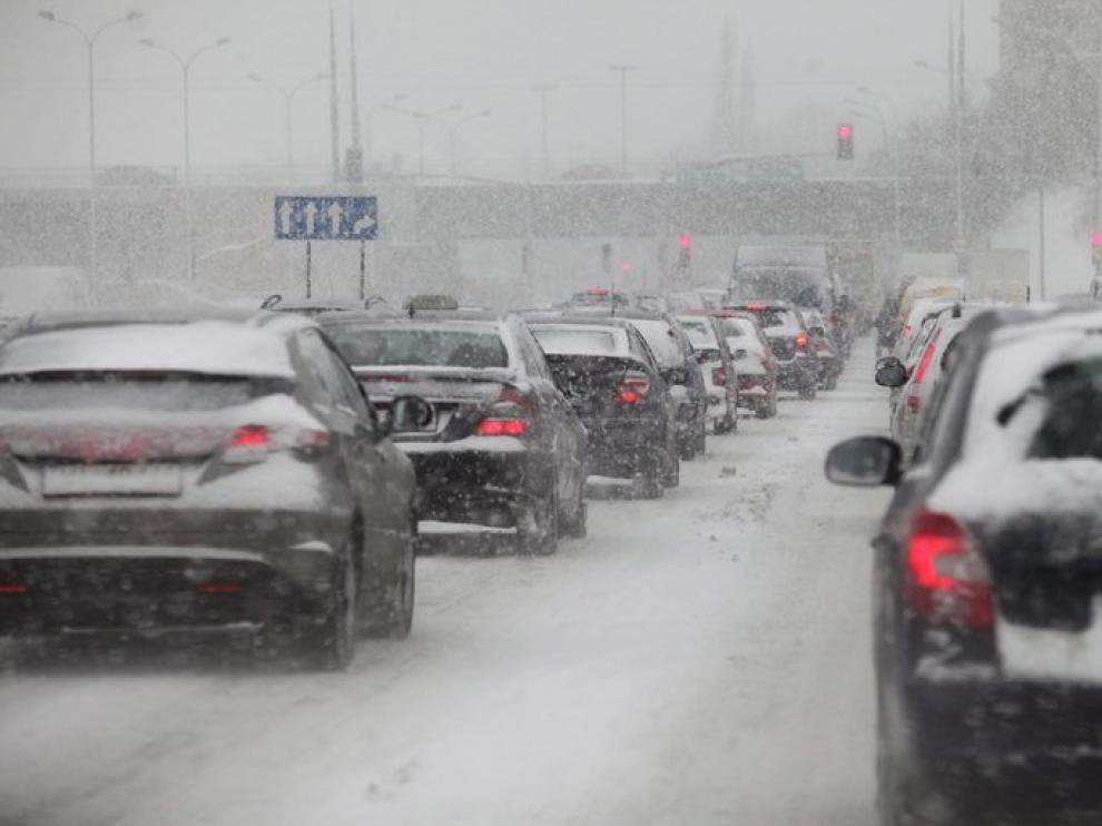 El temporal ha provocado un atasco a la entrada de Varsovia