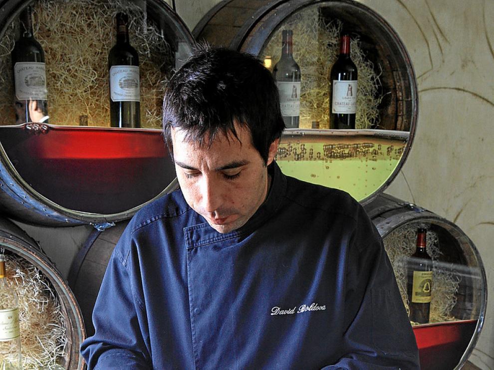 David Boldova prepara el menú con conservas gourmet en Los Caprichos del Portal.