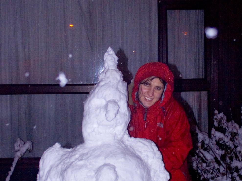 María Galve y su muñeco de nieve