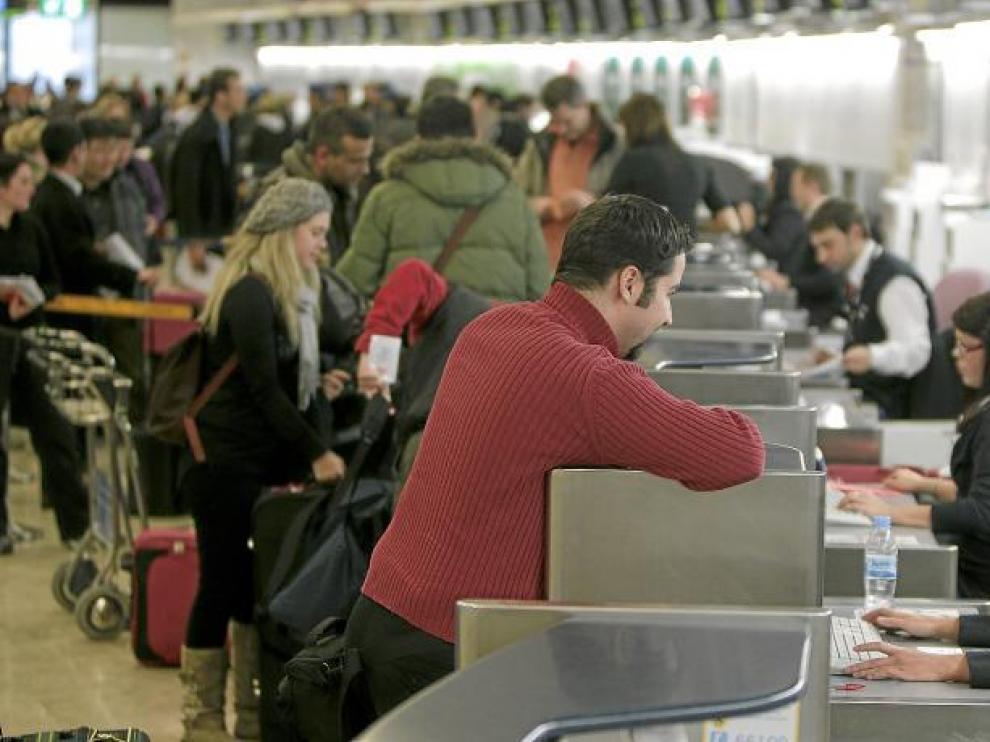 Gran actividad ayer en los mostradores de facturación de Barajas, después de que el aeropuerto recuperase la normalidad.
