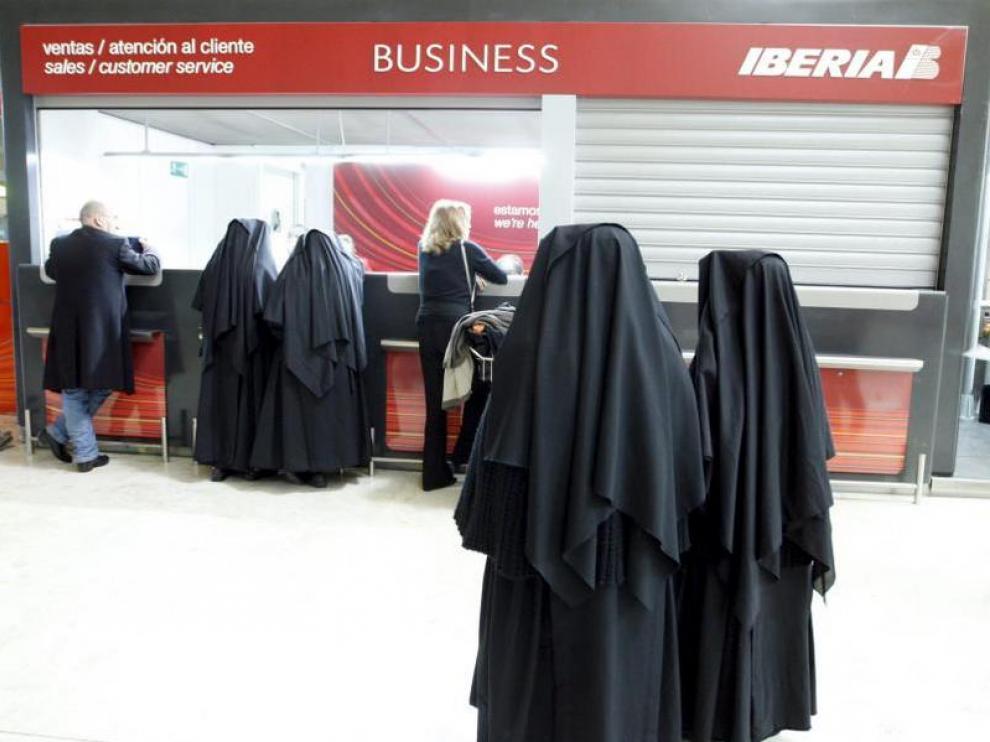 Un mostrador de Iberia en el aeropuerto madrileño de Barajas, ayer.