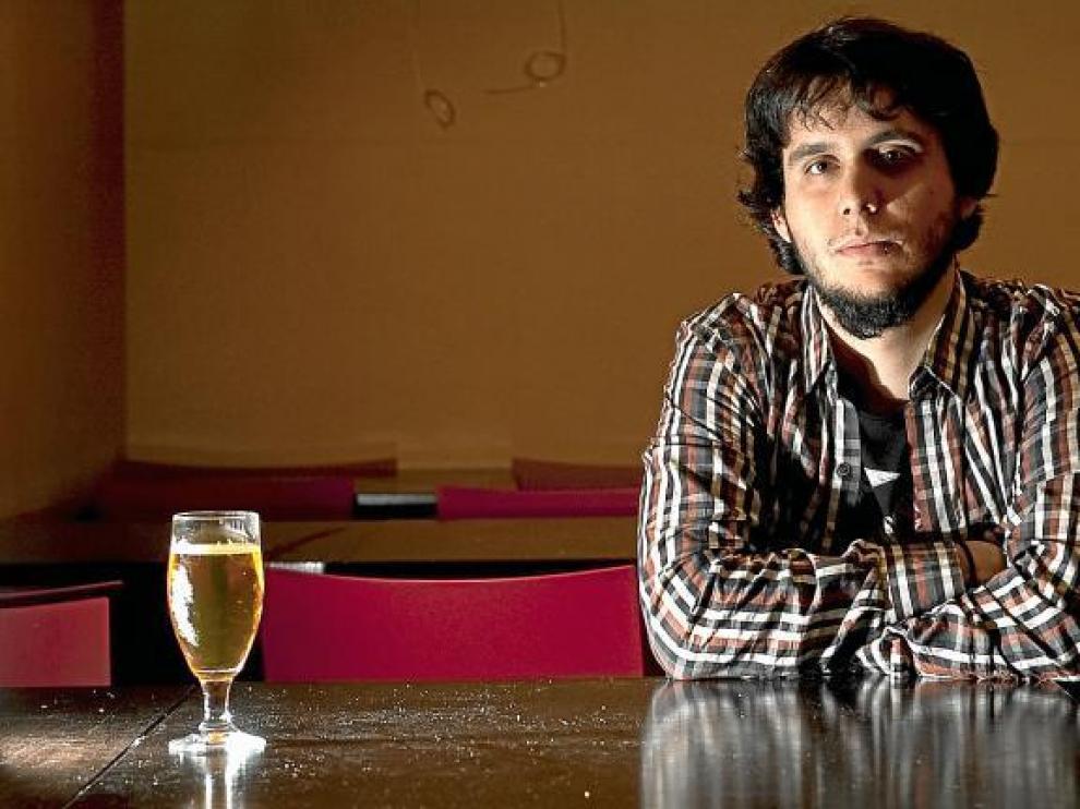 El trabajo de Sergio difunde un mensaje de moderación con el alcohol, lo que no quiere decir que no se tome alguna caña...
