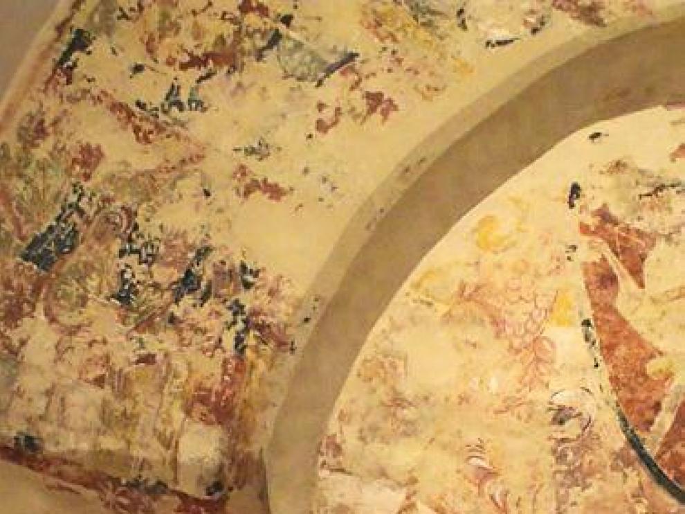 Detalle de las valiosas pinturas de la iglesia de Almazorre.