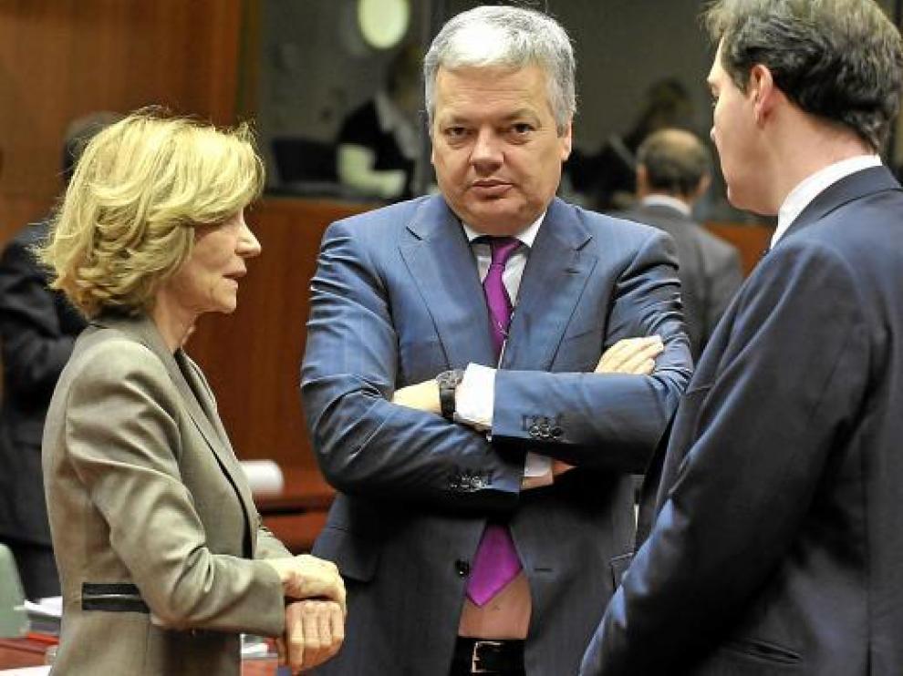 Salgado con los ministros de Economía belga, Reynders, y británico, Osborne, ayer.