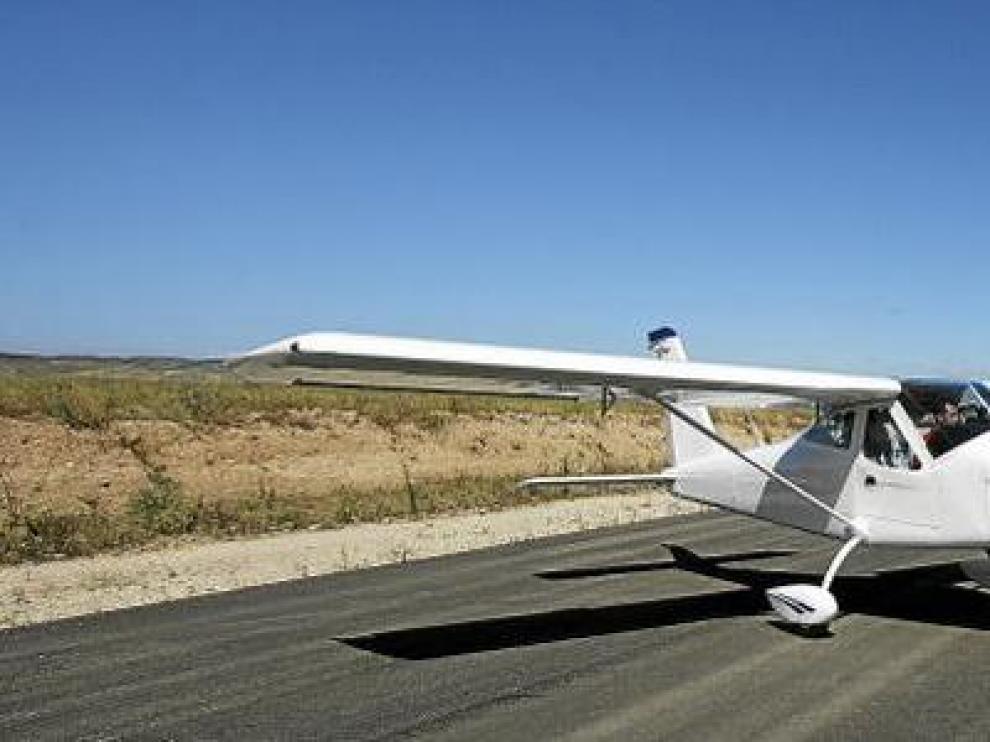Imagen del primer avión que salió de las instalaciones de Tecnam en el polígono aeronáutico de Villanueva de Gállego, en agosto de 2008.