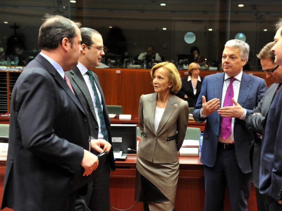 Elena Salgado,junto a alguno de sus colegas de la zona euro