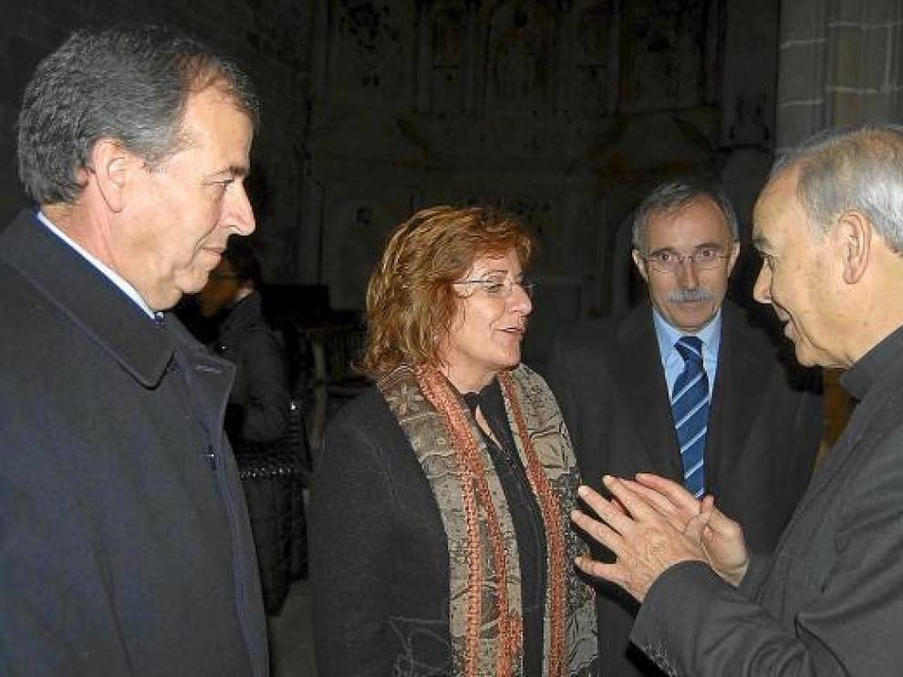 La consejera María Victoria Broto y el obispo Alfonso Milián coincidieron ayer en Barbastro.
