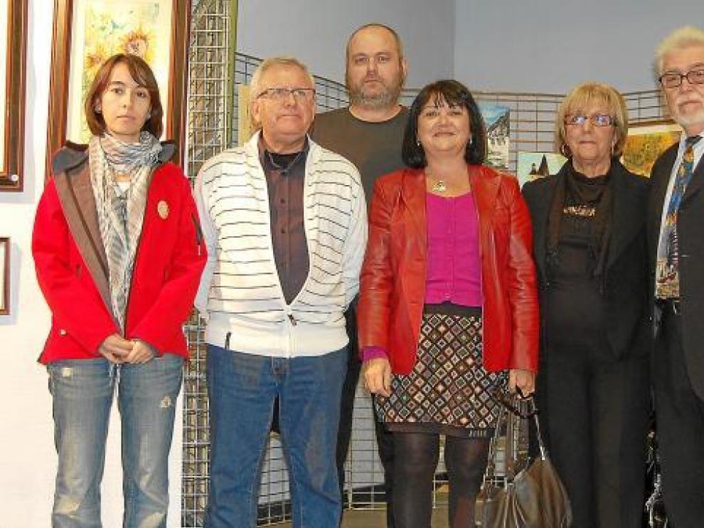 Algunos miembros de la Asociación de Artistas Plásticos 'El Pilar' de Monzón.