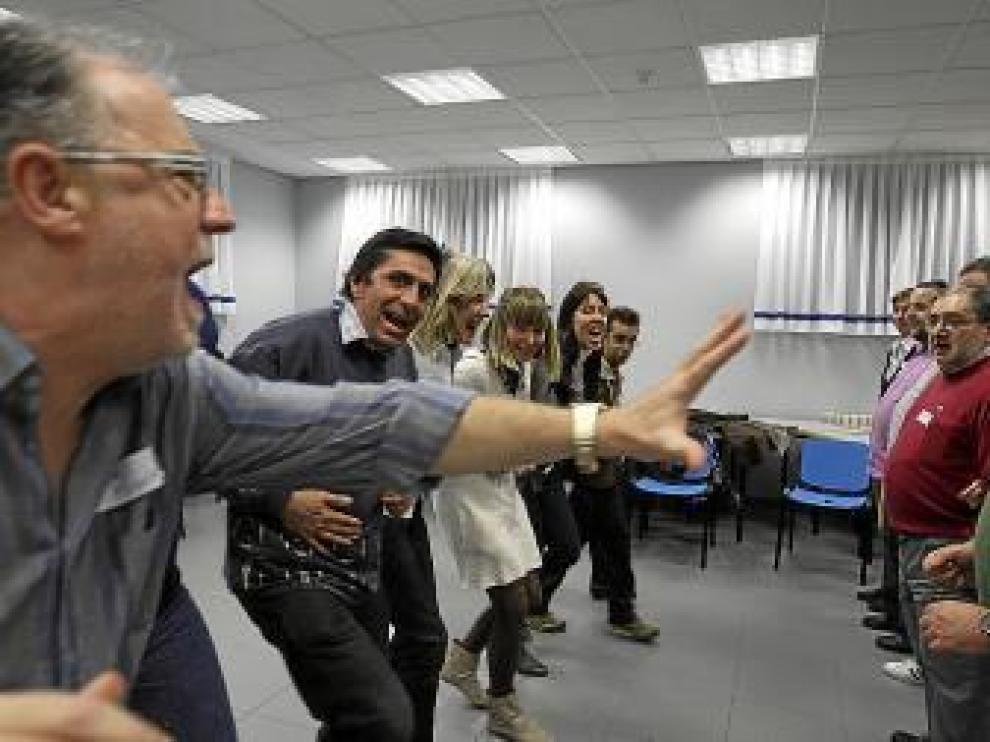 Una veintena de personas participaron en el taller de risoterapia.