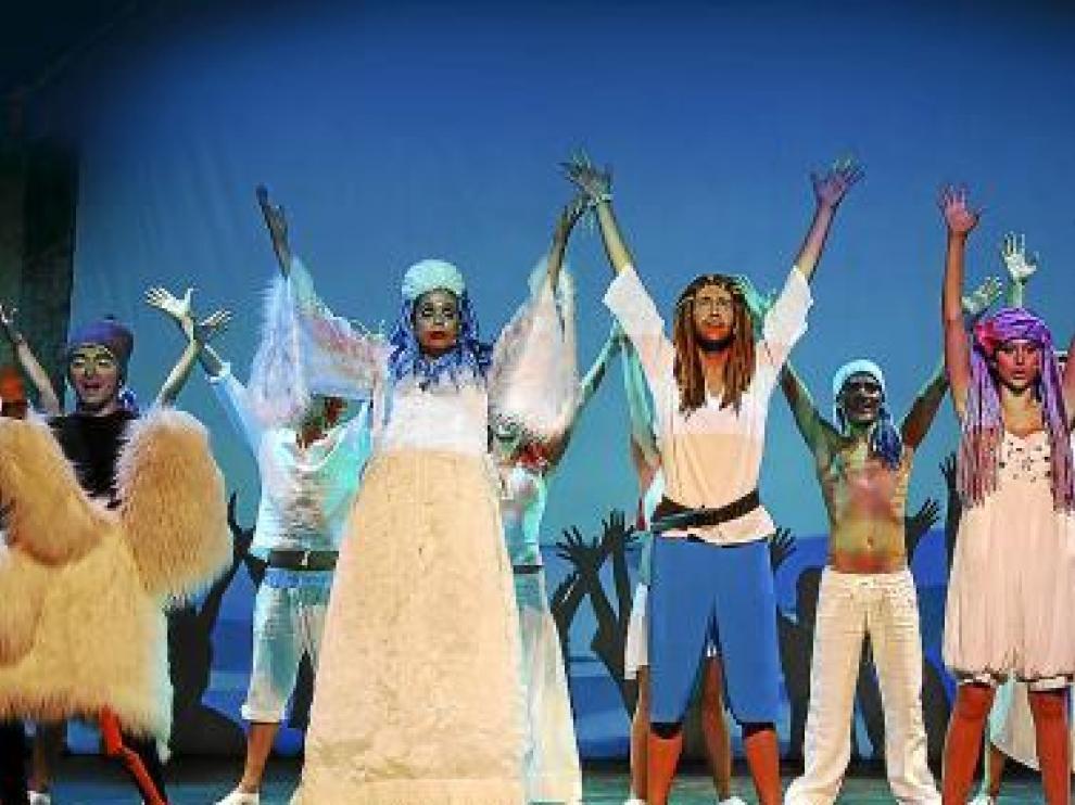 Personajes de Andersen se entremezclan en el musical.