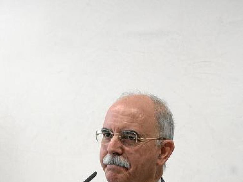 El consejero Larraz, ayer, en una rueda de prensa.