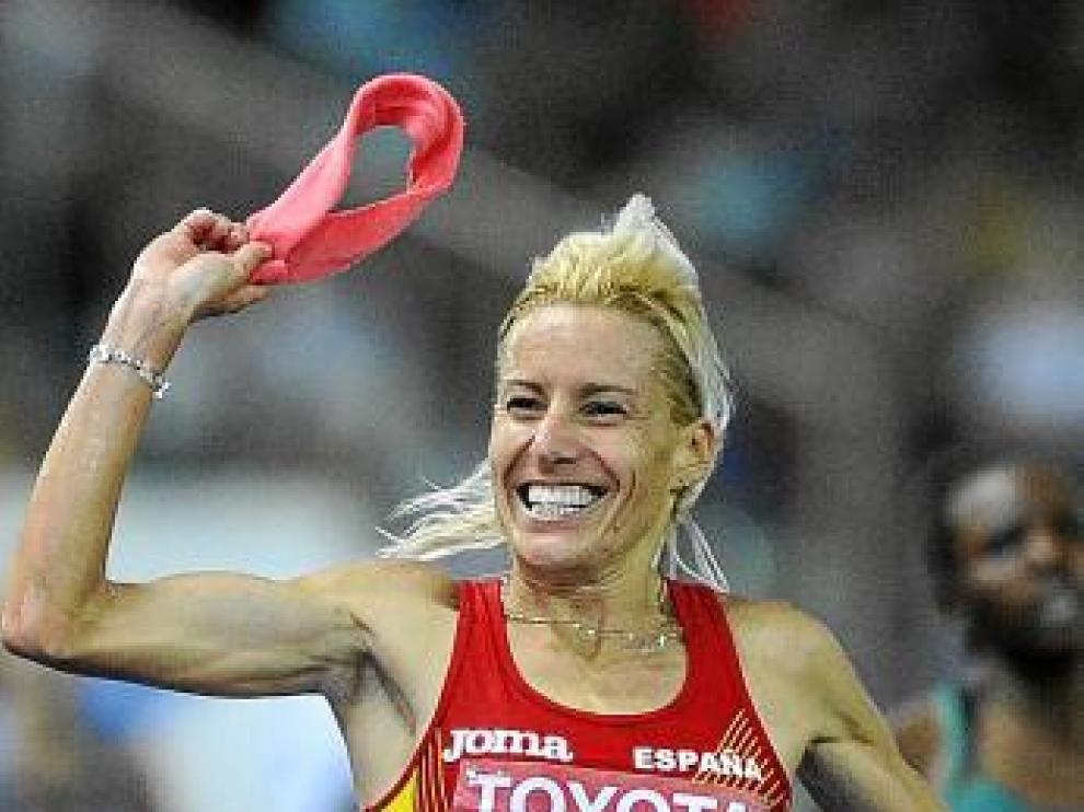 La cinta rosa y la sonrisa: compañeras de Marta Domónguez.