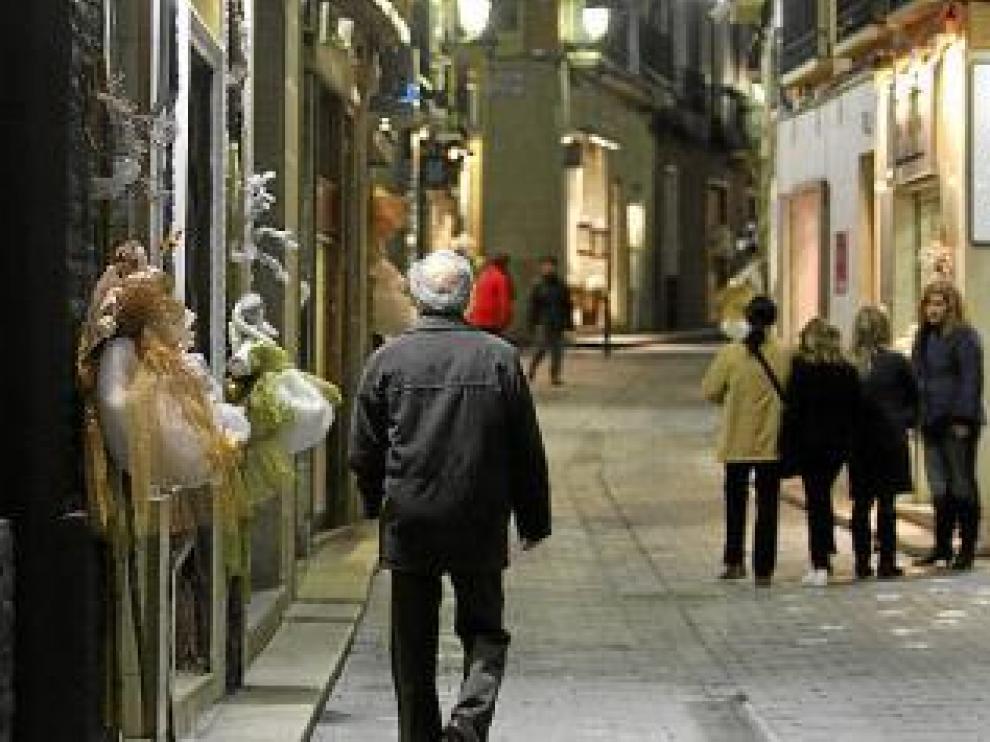 Las tiendas de la Correría lucen sus típicos adornos navideños.