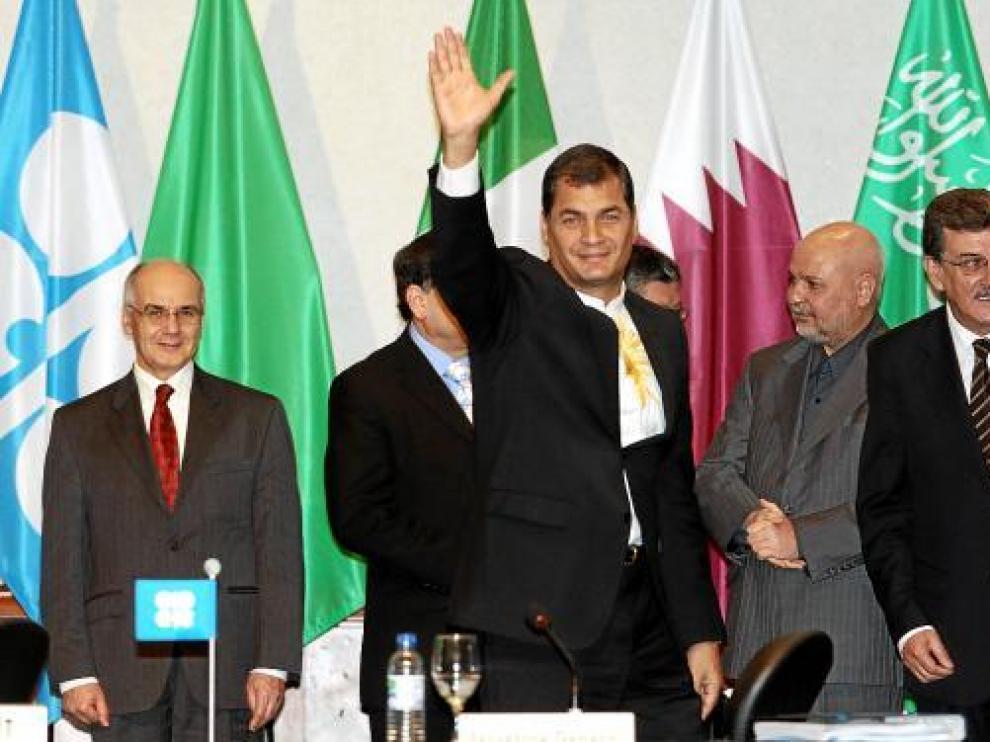 El presidente de Ecuador, Rafael Correa, en la inauguración de la reunión de la OPEP, ayer en Quito.