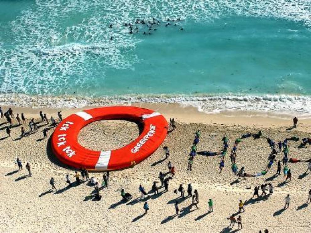 Greenpeace organizó un acto de apoyo al acuerdo del cambio climático.