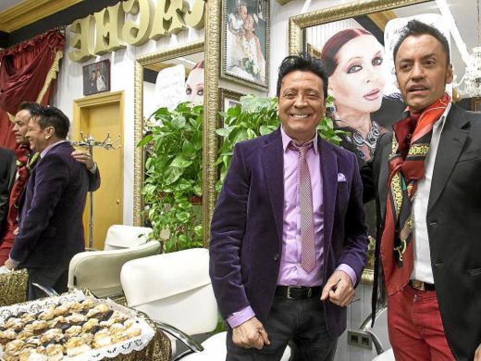 Ruphert (izquierda), ayer, junto al también peluquero Ángel Irache.