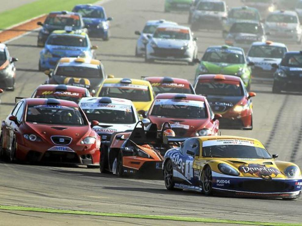 Una imagen de la salida de la prueba celebrada ayer en el circuito de Alcañiz.