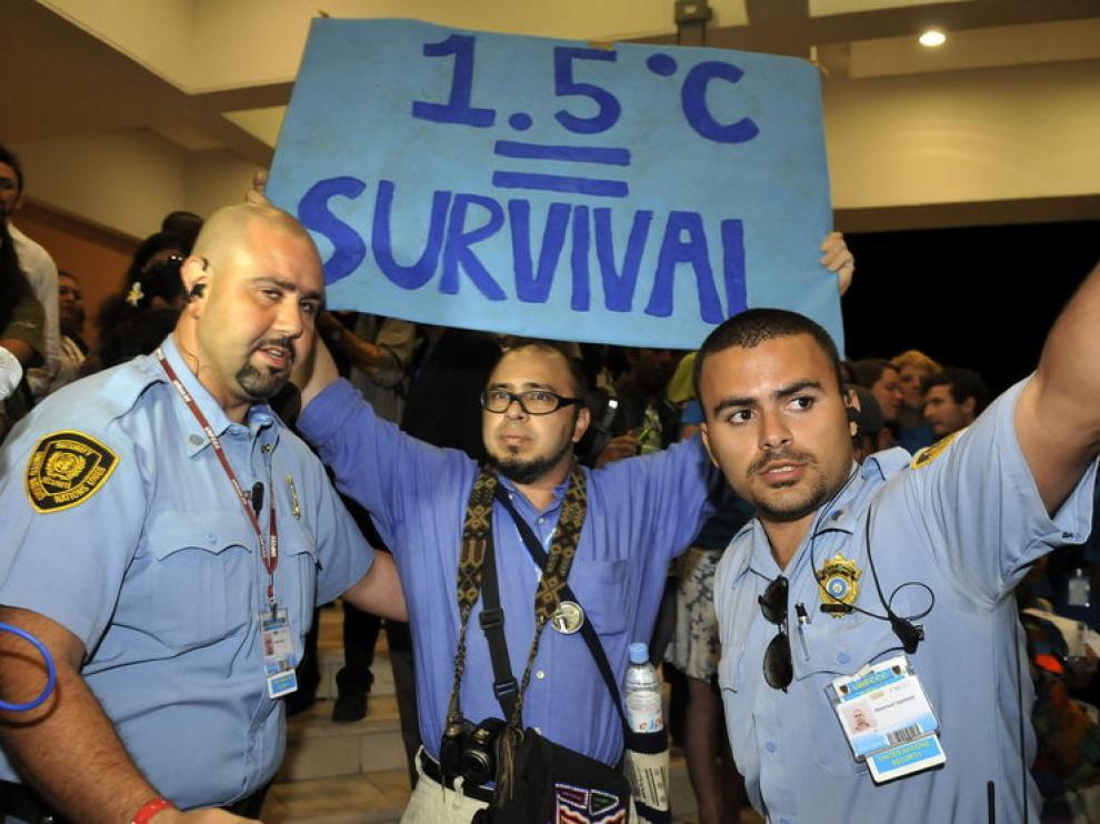 Detención de un activista en la Cumbre del Clima de Cancún