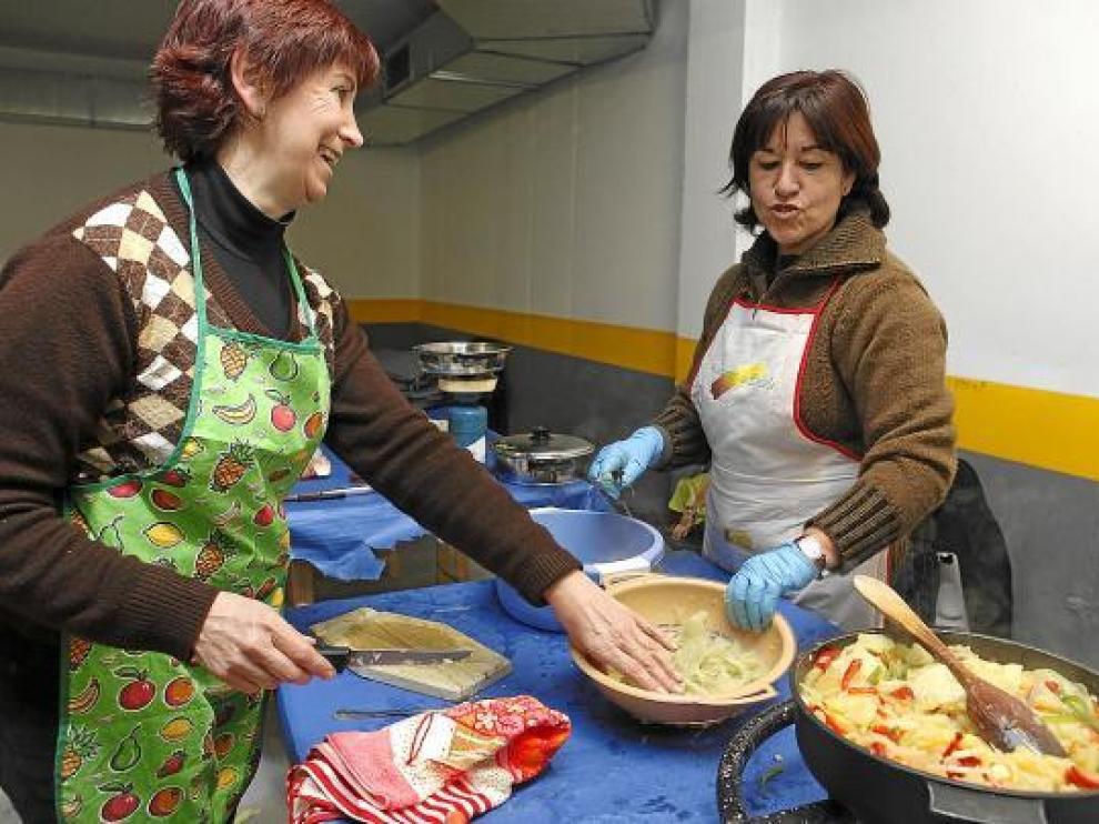 Los concursantes cocinaron con la variedad blanca de cardo, la que se cultiva en Cadrete.