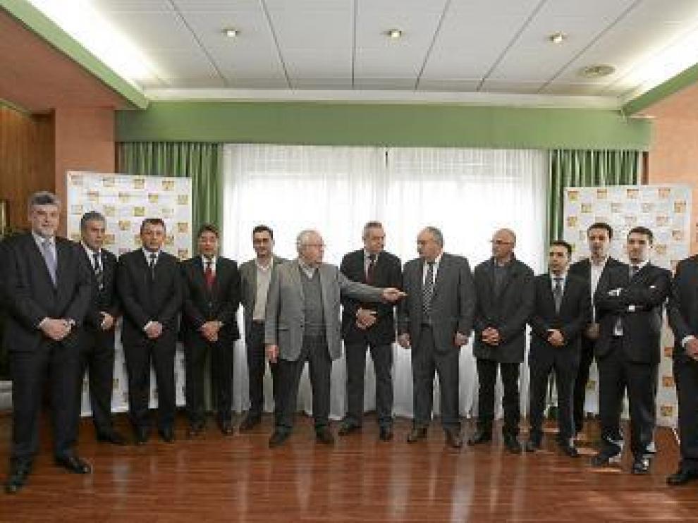 José Ángel Biel, en el centro, rodeado de los candidatos.