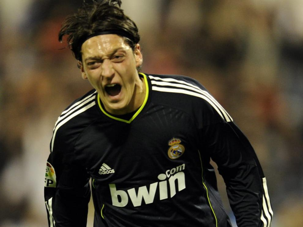 Özil celebra el gol madridista