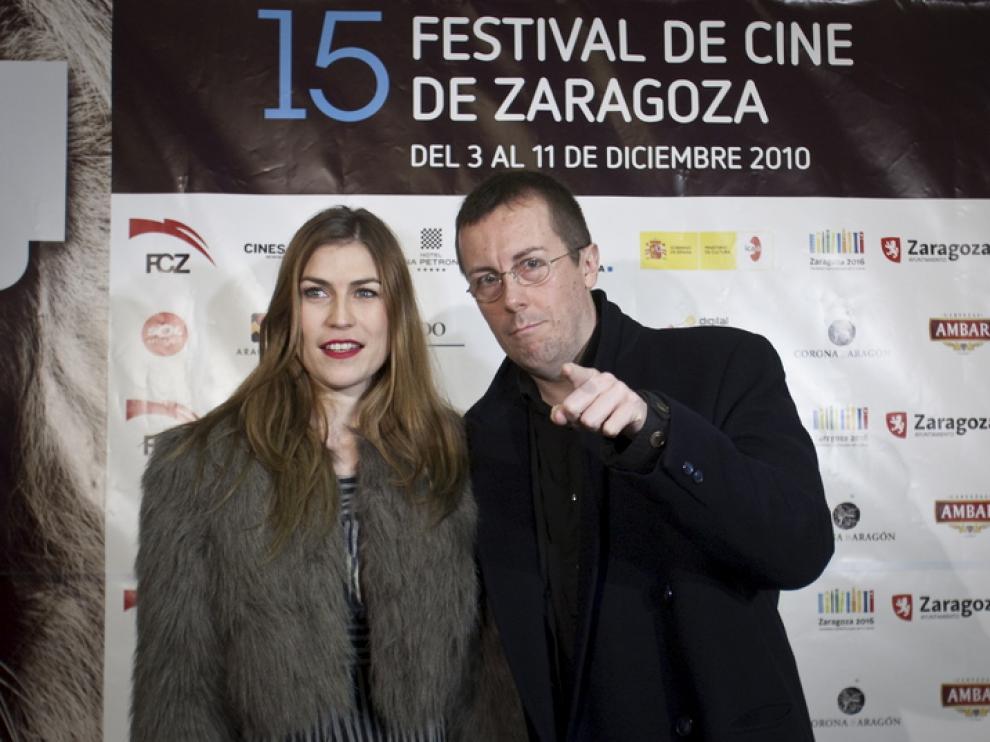 La actriz Salomé Jiménez y Miguel Ángel Lamata fueron de los primeros en llegar a la clausura.