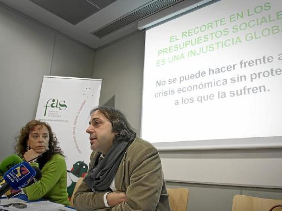 Fernando Pérez, presidente de la FAS, y Lorena Fernández, miembro de esta entidad solidaria.