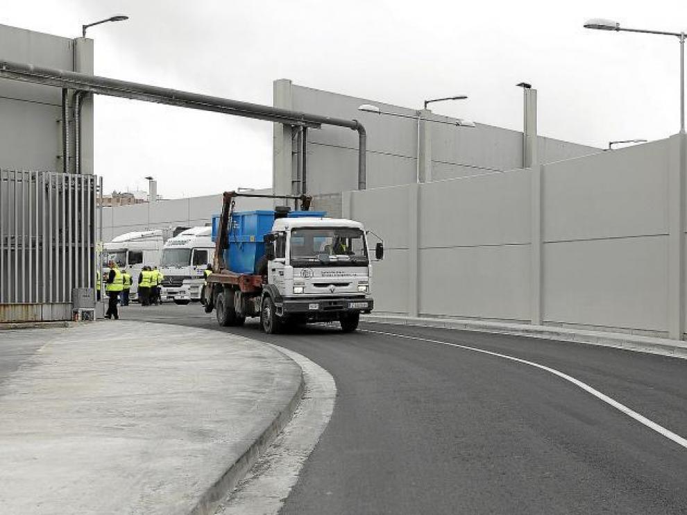 Los camiones ya pueden salir de Saica por el nuevo vial.