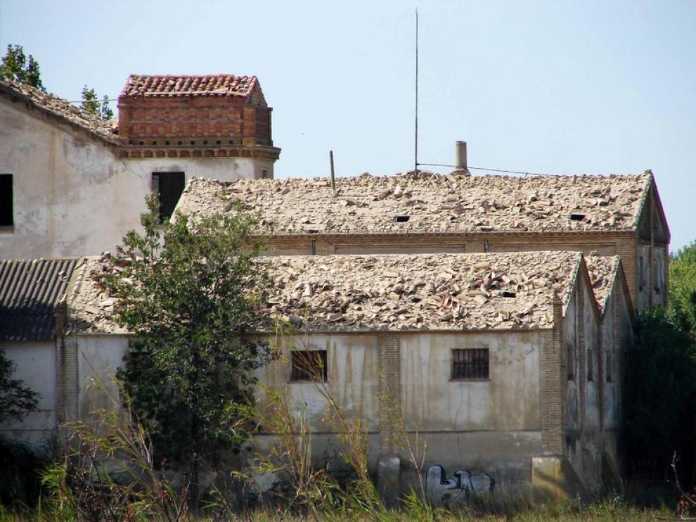 El Molino de La Puebla de Alfindén, expoliado de sus tejas.