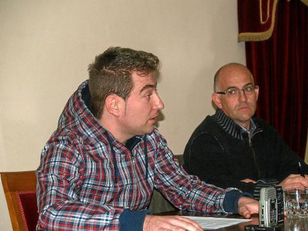 Rafael Alastrué y su ya ex compañero de partido y alcaldable de Sariñena por el PAR, Francisco Villellas.