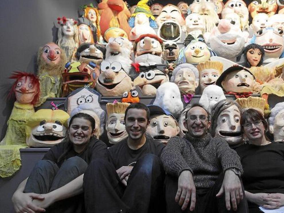 Yolanda Corral, Javier Rivasés, Vicente Martínez, Azucena Gimeno y Roberto Barra, miembros de Caleidoscopio Teatro. Falta Emilio Gazo.