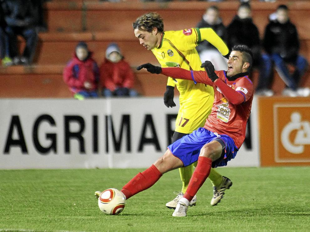 Imagen del partido disputado ayer en Pinilla entre el Teruel y el Sporting Mahonés.