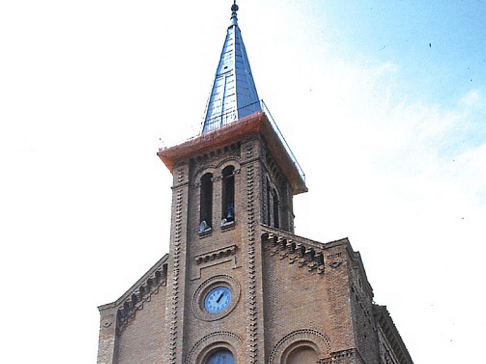 Portada de la afrancesada iglesia de Garrapinillos.