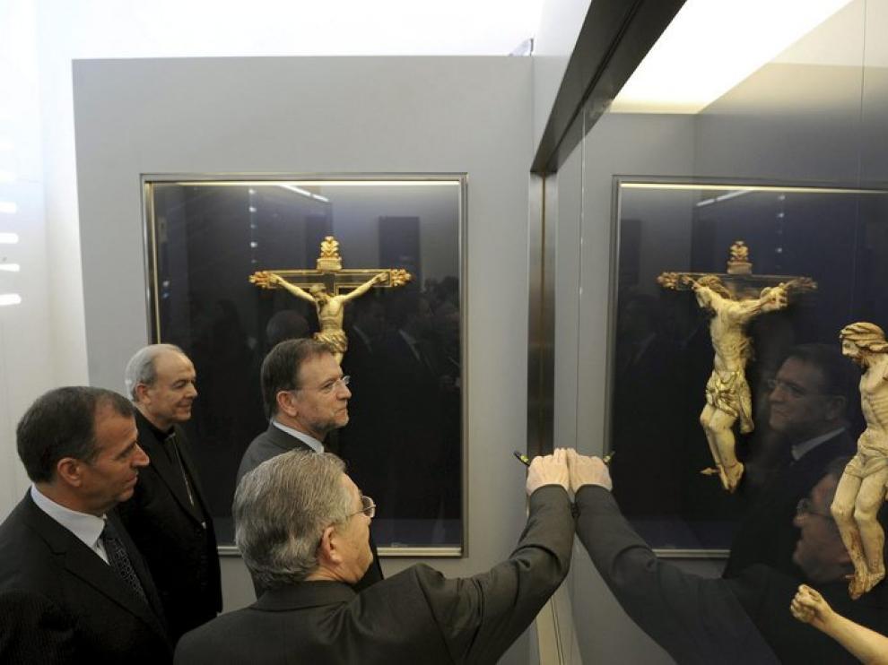Marcelino Iglesias contempla el arte sacro del Museo de Barbastro