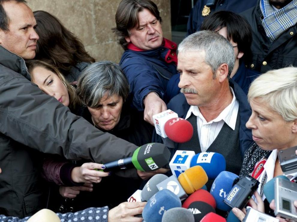 El padre de la niña asesinada, ante la prensa