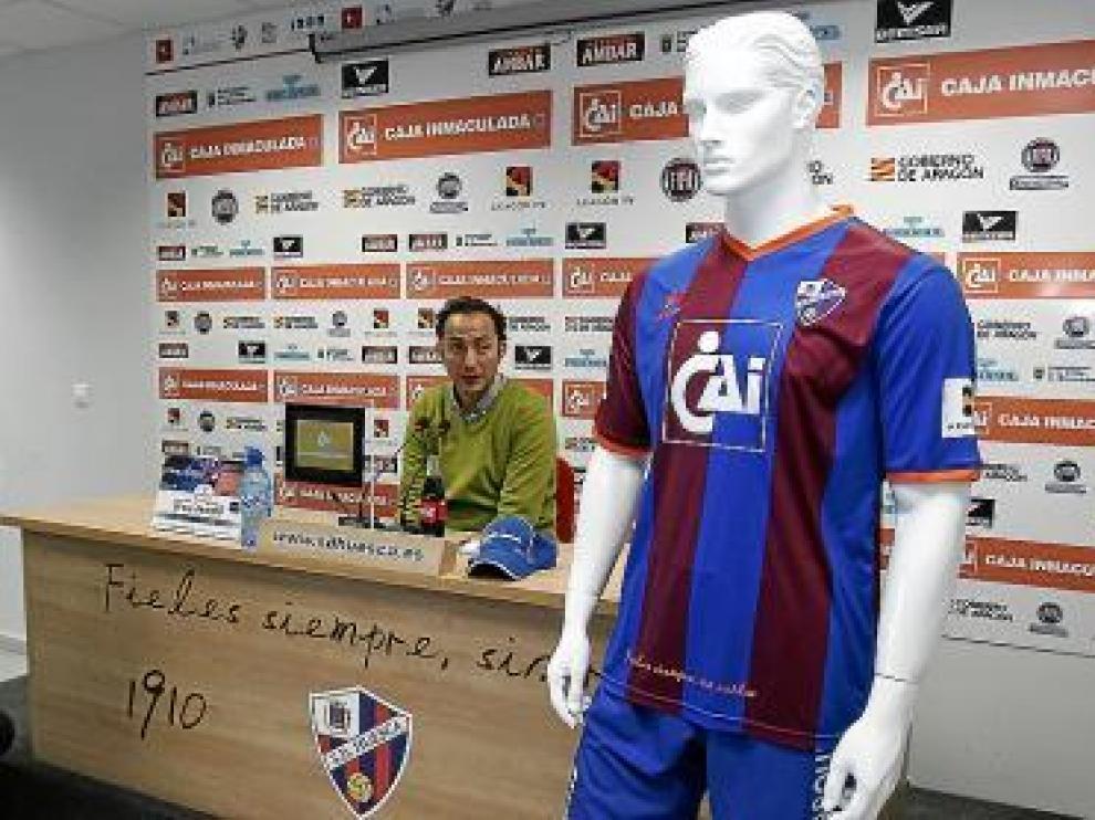 Raúl Ojeda, en la presentación de la nueva camiseta.