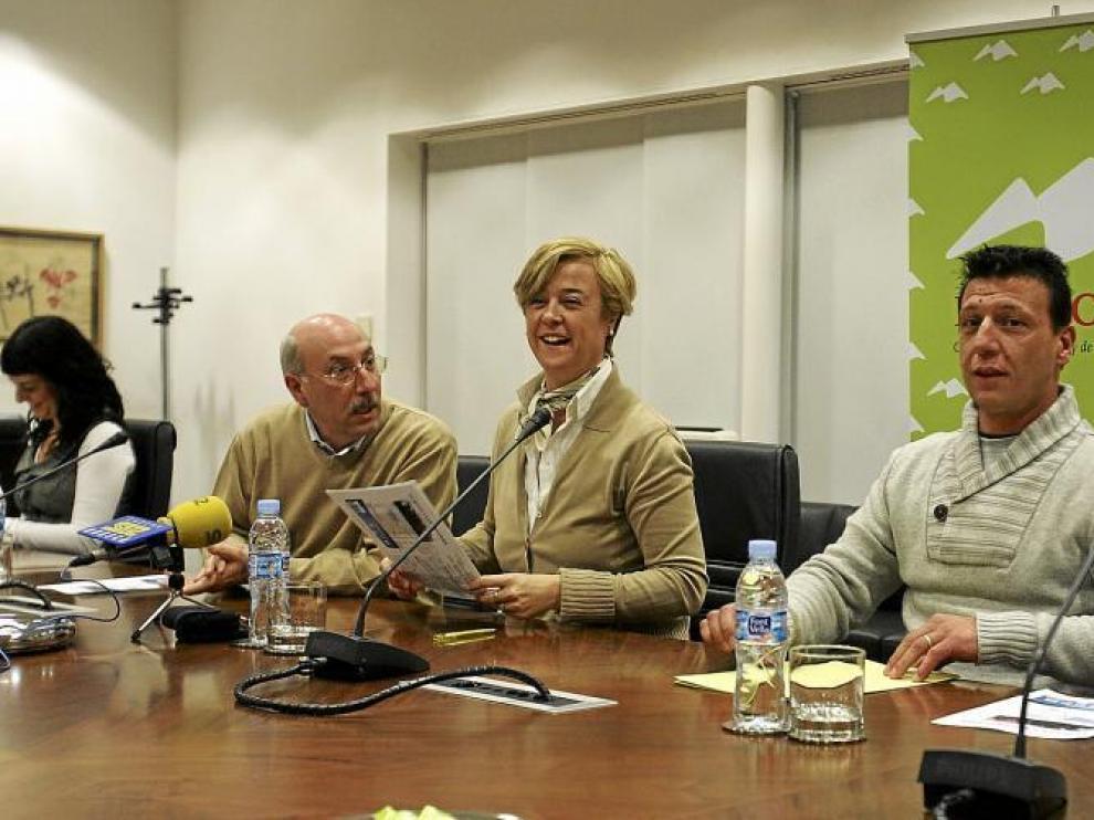 La presentación de la I San Silvestre Ciudad de Huesca tuvo lugar ayer en Multicaja, entidad colaboradora de la prueba.