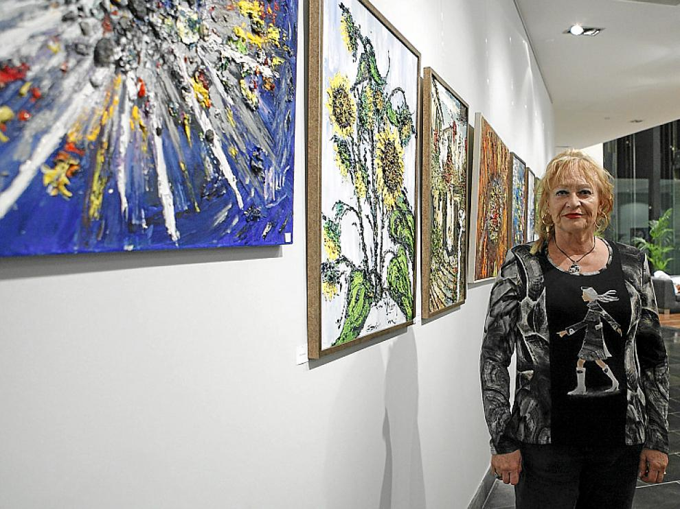 Carmen Mur expone su obra en Zaragoza.