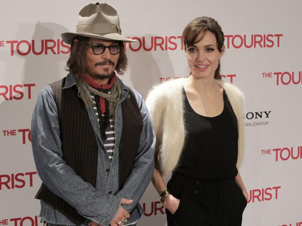 Angelina Jolie y Johnny Depp promocionando 'The Tourist'.