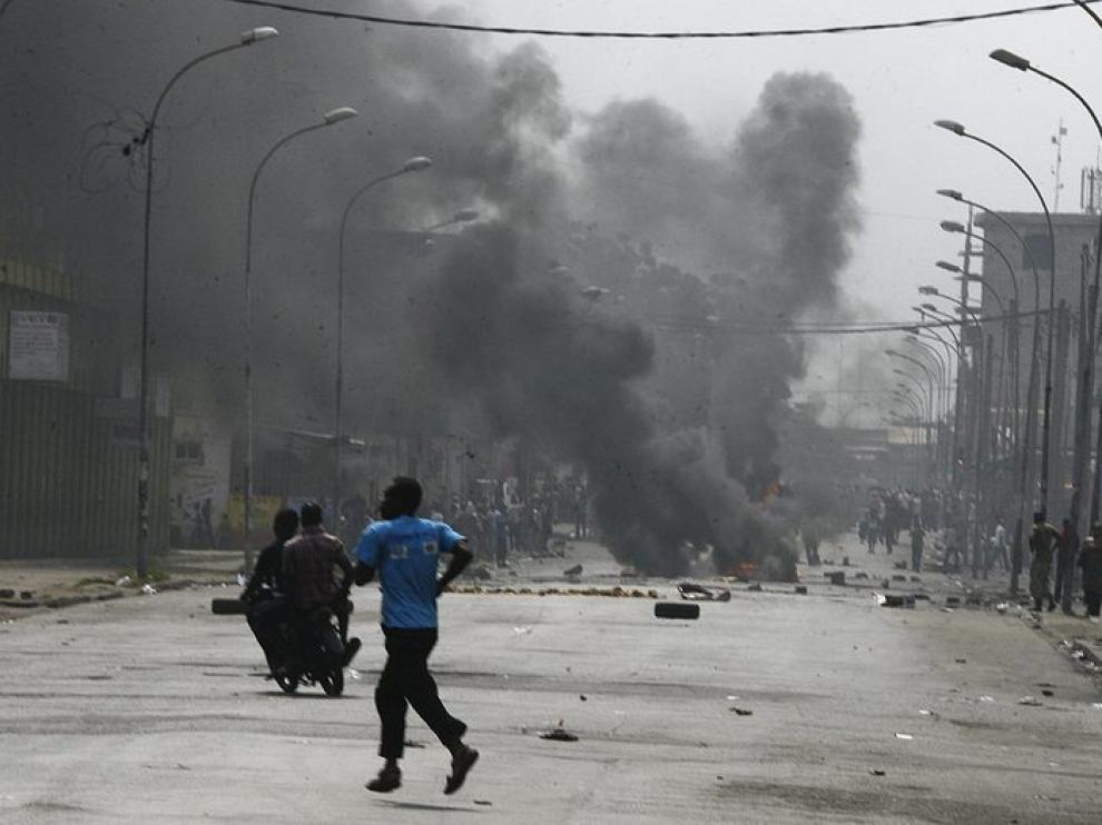 Protestas callejeras en Abiyán.