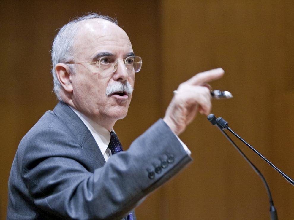Alberto Larraz, durante su intervención en pleno de las Cortes de Aragón