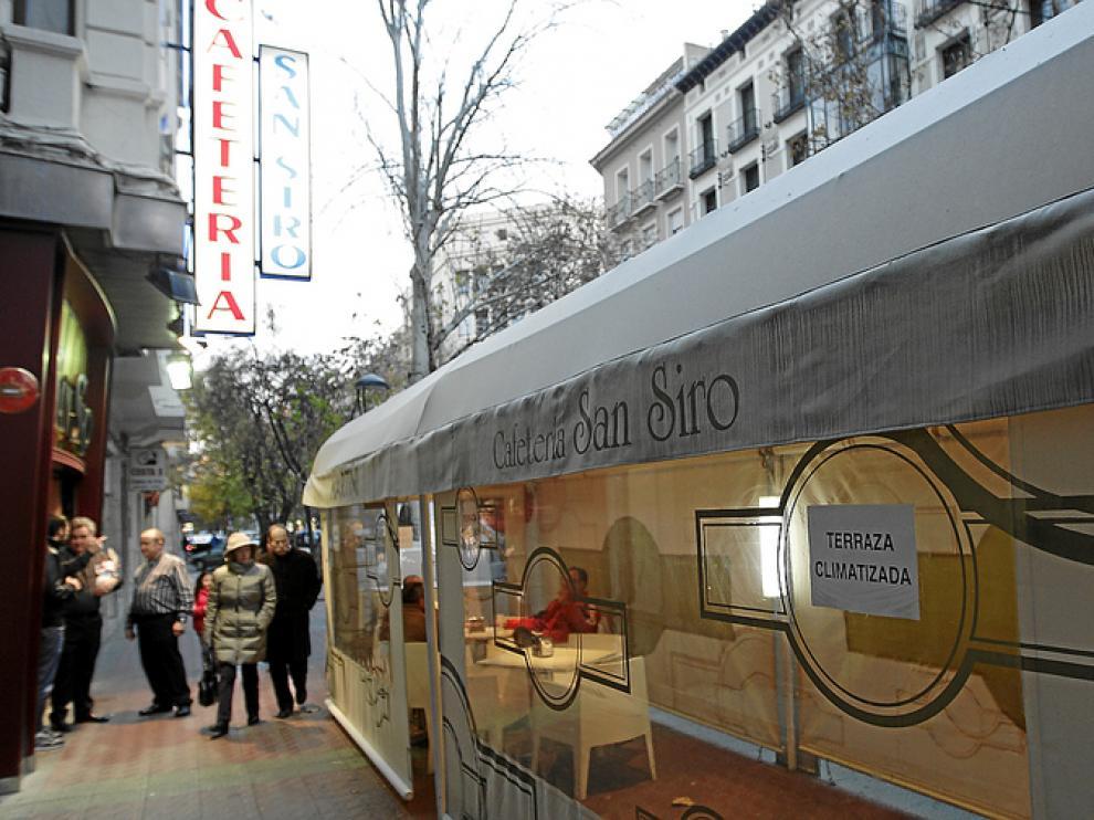 El Café de Levante, El Boticario o el San Siro (en la foto) ofertan hace tiempo terrazas climatizadas.