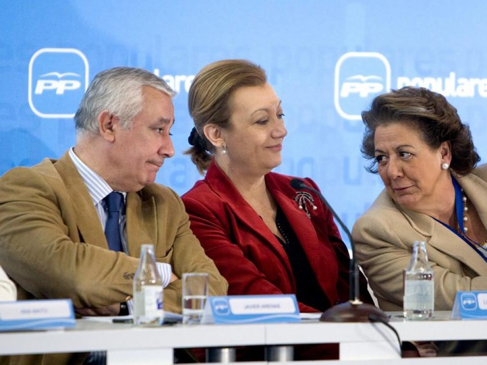 Luisa Feranda Rudi, con Rita Barberá y Javier Arenas