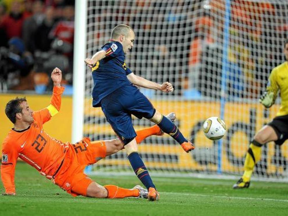 Iniesta marca el gol a los 115 minutos y 55 segundos (11.555) del partido del 11 de julio de 2010 (11.710).