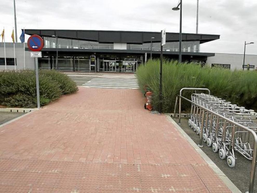 El aeropuerto presenta casi todo el año un aspecto vacío.