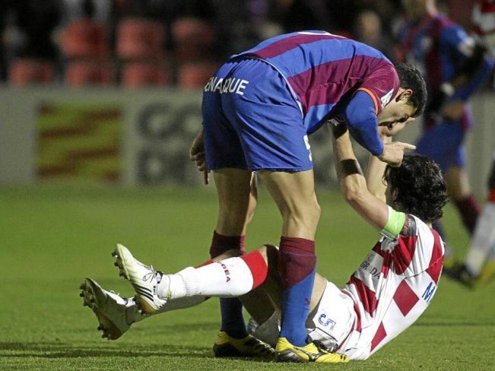 Roberto recrimina una acción al central Mainz durante el partido del pasado sábado frente al Granada en El Alcoraz.