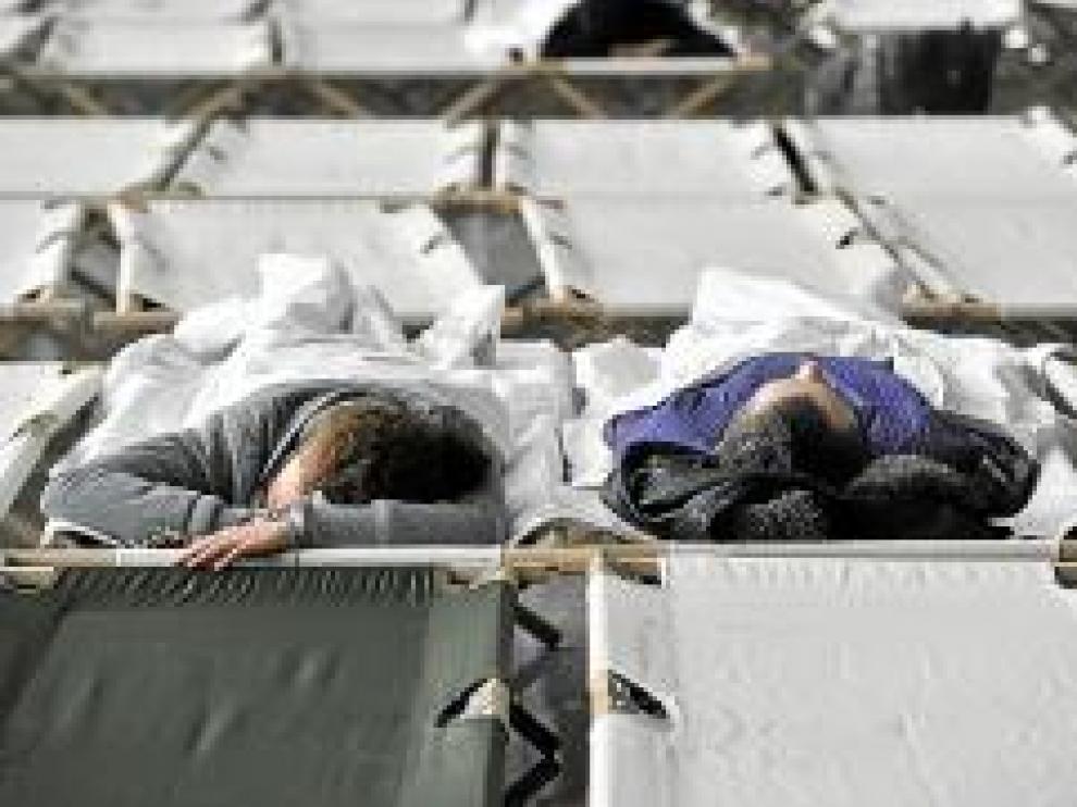 Dormidos en el aeródromo de Fráncfort.