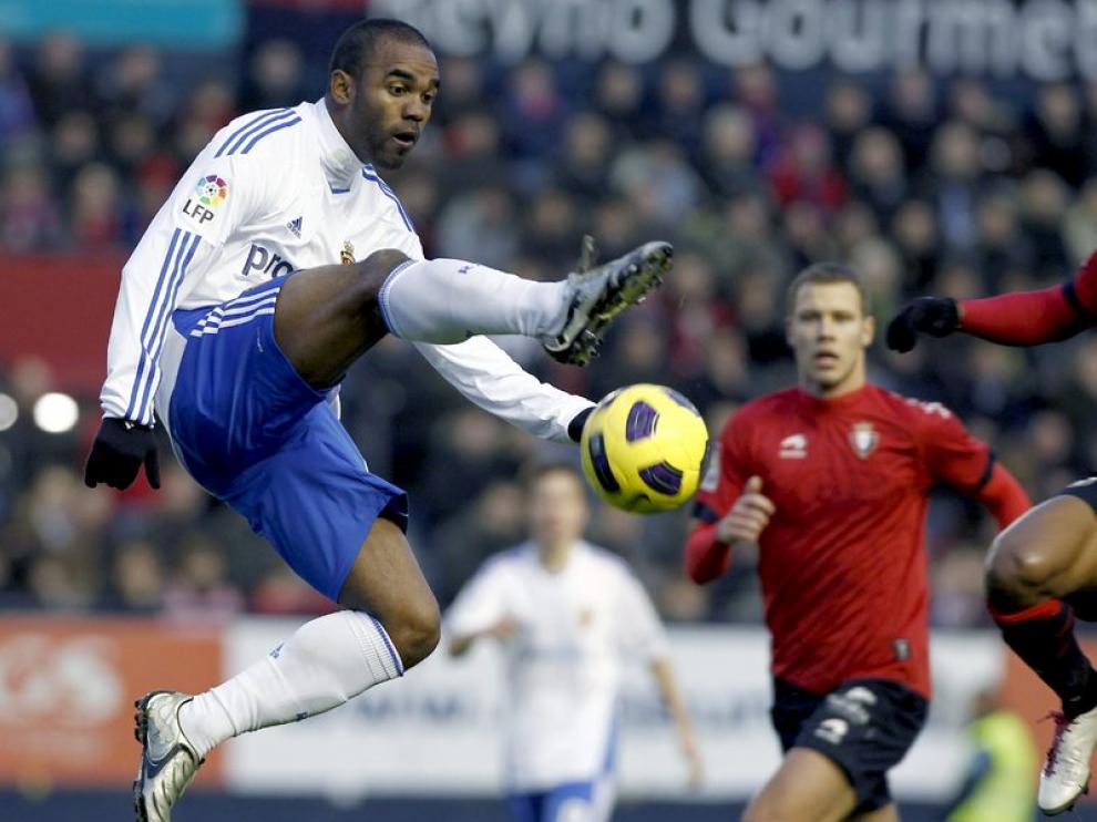 El delantero francés del Real Zaragoza, Sinama Pongolle